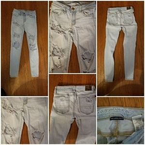 Major distressed light wash jeans  AEO sz 0